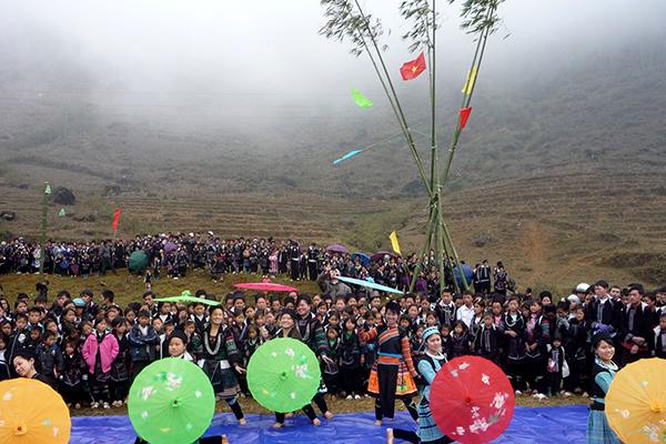 du lịch trải nghiệm lễ hội Roóng Poọc của người Giáy